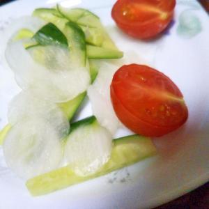 玉ねぎ胡瓜ミニトマトのサラダ