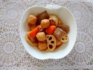 鶏団子とこんにゃくと野菜の煮物
