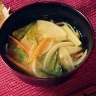 野菜たっぷりのみそ汁