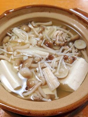 ヘルシーで暖まろ◎きのこタップリ湯豆腐
