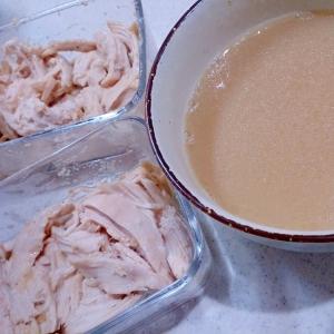 大阪王将もやしの素で塩とんこつ味の蒸し鶏とスープ
