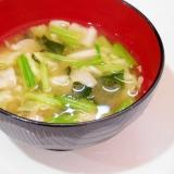 キャベツ・ほうれん草茎・わかめの味噌汁