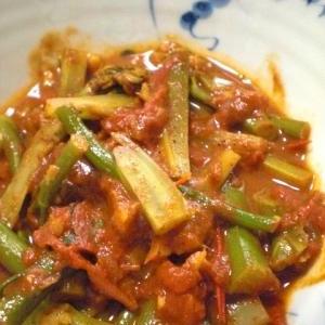 スティックブロッコリーとトマトのカレー煮