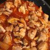 鳥もも肉と玉ねぎのトマト缶煮込み