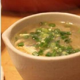 白菜と干しえびの春雨スープ