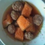 甘くてジューシー!カボチャと肉団子の煮物