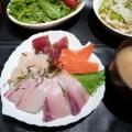 漬けマグロ海鮮ちらし丼♪酢飯に刺身を乗せるだけ♪