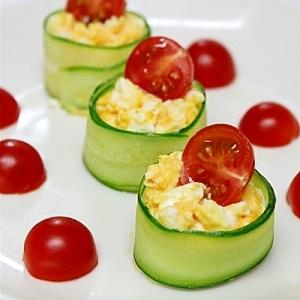 ぱぱっとキレイ!卵のキュウリロール パーティレシピ