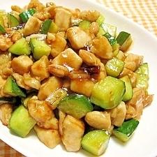 鶏肉ときゅうりとピーナッツの炒め物(宮爆鶏丁)