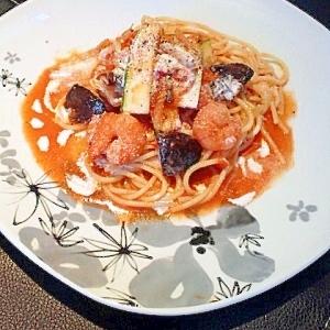 海老とズッキーニのトマトパスタ。