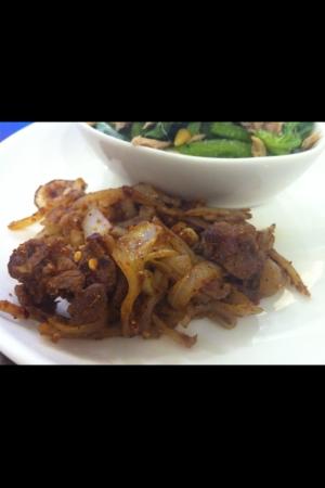 牛肉と玉ねぎのスパイシーソテー