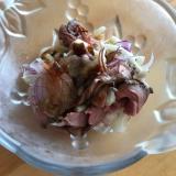 ローストビーフとしめじ、紫玉ねぎのサラダ