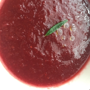 ビーツ、人参、大根のスープ