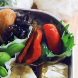 お弁当のおかず!赤と緑の簡単カレーピーマン
