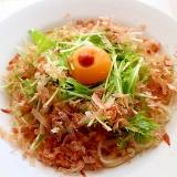 【超簡単】ピリリと食欲をそそる卵入りサラダうどん