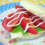 トマト&チーズのマフィンサンド