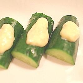 【超簡単】キューリの生塩麹マヨのせ
