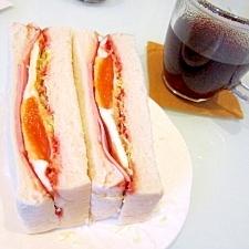 とろ~り(゚A゚;)半熟卵とハムのサンドイッチ
