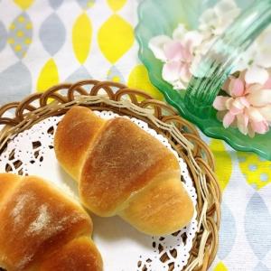 ☆クリームチーズ入りロールパン☆