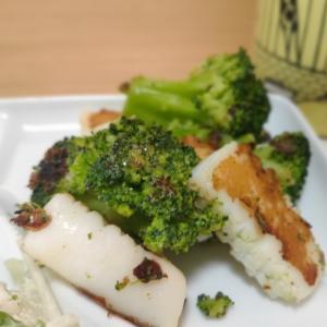 【シンプルな味付け】イカとブロッコリーのマヨ塩炒め
