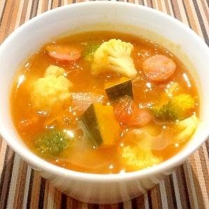 ごろごろ野菜の田舎風トマトスープ