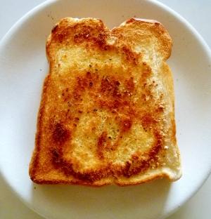 オリーブオイルと粉チーズのトースト