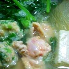 ぽかぽか生姜鶏団子鍋*鶏手羽元骨スープ