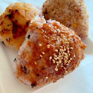 雑穀米でしみじみ美味しい〜三種の焼きおにぎり