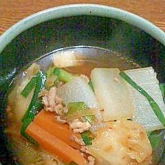 豚ひき肉と大根・ニラの白菜キムチスープ