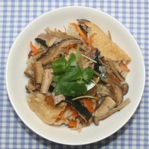 簡単☆乾燥野菜と乾燥きのこと秋刀魚の干物で五目御飯