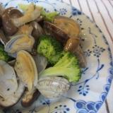 あさり、椎茸、ブロッコリーのガーリック蒸し