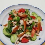 ヘルシー♪スモークチキンとトマトと大葉の野菜サラダ