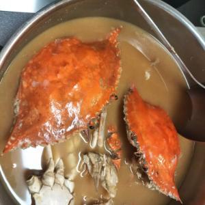 濃厚な出汁がでる、渡りガニの味噌汁