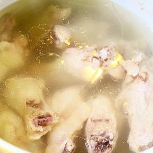 鶏スープ*手羽元で