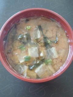大根とワカメのお味噌汁