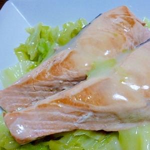 シチューのルー1個で♪鮭とキャベツのクリーム煮