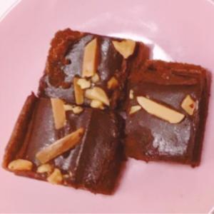 アーモンド&パリパリチョコがけチョコケーキ