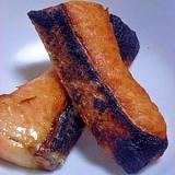 皮が香ばしい 鮭のハラスの焼き物