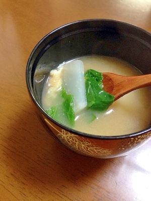 かぶとかぶの葉と油揚げのお味噌汁
