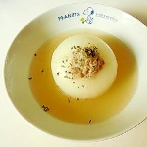 丸ごと玉葱のガーリックコンソメスープ