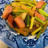 ニンニクの芽とソーセージの炒め物