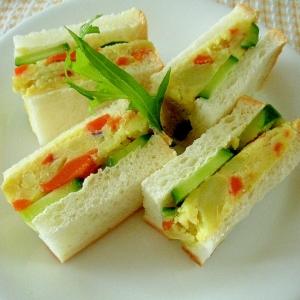 サツマイモサラダときゅうりのサンドイッチ