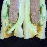 美味!チキンハンバーグときゅうりのサラダサンド