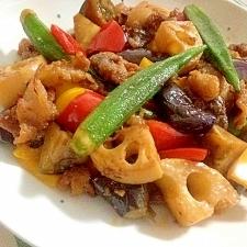 カラフル夏野菜と豚肉のカリカリピリ辛炒め