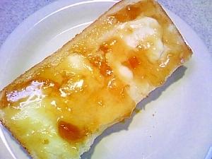 ほんわかしたアプリコットクリームチーズトースト