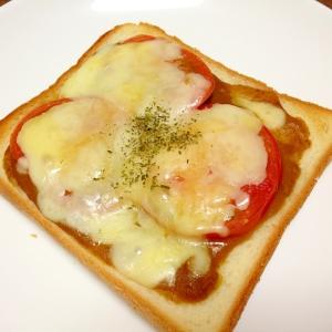 残ったカレーで☆トマトチーズカレートースト