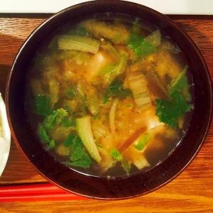 白菜と茄子と豆腐の味噌汁