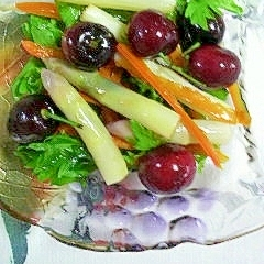 ホワイトアスパラとさくらんぼのサラダ