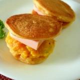 大豆粉パンケーキのカボチャソーセージサンド♪