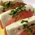 絹ごし豆腐で作った塩豆腐とトマトのカプレーゼ風